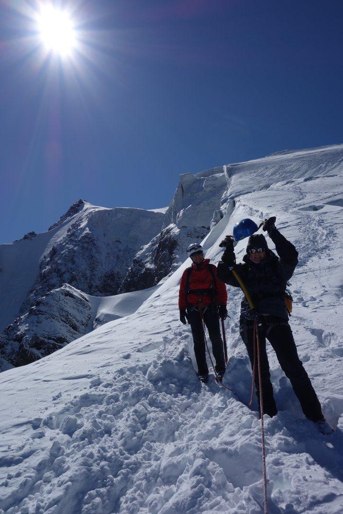 beim Abstieg vom Ortler mit Gipfel im Rücken