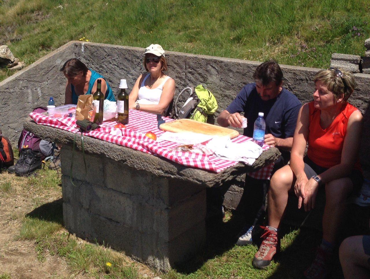 Wandern am Lago Maggiore: Gemütliche Rast bei Scareno